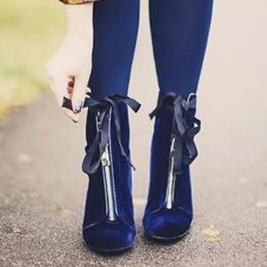 Blue Velvet Zara Booties w/ Gold Zip & Bow sz: 7.5